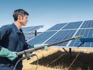 W jaki sposób czyścić panele solarne?