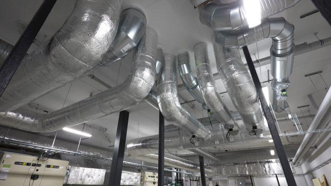 Instalacje HVAC - przejście przez strop