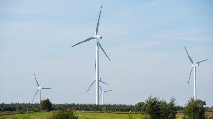 Zużycie energii z OZE rośnie szybciej niż energii konwencjonalnej
