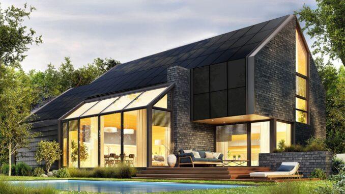 Czym różnią się panele słoneczne od dachów solarnych?