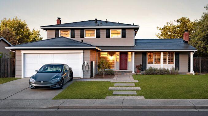 Tesla będzie sprzedawać dachy słoneczne tylko z akumulatorem Powerwall