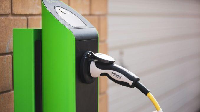 Stacje ładowania samochodów elektrycznych – to warto wiedzieć