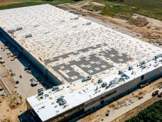 4 tysiące paneli fotowoltaicznych na dachu centrum dystrybucyjnego LPP