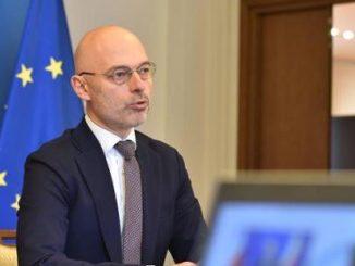 Minister Michał Kurtyka podczas debaty Perspektywy rozwoju elektromobilności.